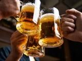 Thanh niên Việt uống rượu, bia 'vô địch' Đông Nam Á