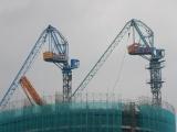 """Cần cầu """"khủng"""" tháo dỡ cẩu tháp gãy tại dự án Panorama Nha Trang"""
