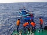 Cứu hộ thành công 6 ngư dân bị chìm tàu trên biển Khánh Hòa
