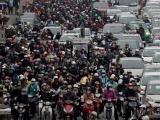 Đường phố Sài Gòn và Hà Nội kẹt cứng ngày cuối năm