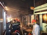 TP.HCM: Hàng loạt căn nhà dọc kênh Đôi bốc cháy giữa đêm
