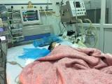 Bé 8 tháng tuổi nguy kịch sau mũi tiêm ở Bệnh viện Đa khoa Đông Anh