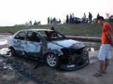 Hà Tĩnh: Lái xe bất lực nhìn xế hộp cháy trơ khung