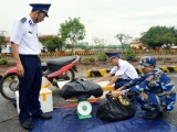 Thu giữ 30kg pháo nổ nhãn hiệu Trung Quốc giấu trong xuồng máy