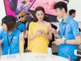 Dàn sao Việt thích thú trải nghiệm tại cửa hàng cao cấp chuẩn Apple đầu tiên tại Việt Nam