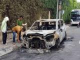 Khánh Hòa: Ô tô của doanh nghiệp vận tải cháy ngùn ngụt sau tiếng nổ lớn