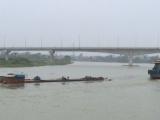Nam Định: Chìm tàu chở hơn 1.000 tấn ximăng trên sông Đào