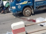 Hà Nội: Đâm vào dải phân cách, 2 người thương vong