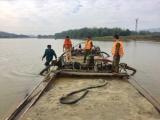 Hà Tĩnh: Bắt sà lan khai thác cát trái phép trên sông Ngàn Phố