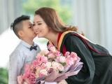 Á hậu Thụy Vân ngồi xế sang đến nhận bằng Thạc sĩ MBA