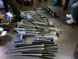 Lâm Đồng: Tàng trữ cả kho công cụ hỗ trợ trong nhà rồi rao bán qua mạng