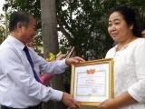 Đồng Nai: Khen thưởng người phụ nữ nghèo trả 100 triệu đồng nhặt được