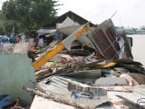Long Xuyên: Sạt lở nghiêm trọng, 3 nhà dân bất ngờ sụp xuống sông