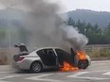 Xe BMW lại bất ngờ bốc cháy khi đang lưu thông
