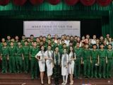 Người đẹp Giao Linh cùng các Á hậu tặng sách tại Sư đoàn 5 – Quân khu 7