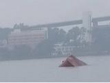 Tàu chở xi măng gãy đôi chìm trên vịnh Hạ Long, thuyền trưởng tử nạn