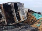 Xe container leo qua dải phân cách, bốc cháy dữ dội trên Quốc lộ 1A