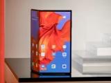 Huawei ra mắt điện thoại gập với giá đắt hơn Samsung