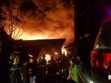 TP.HCM: Kho dầu cháy dữ dội, hàng trăm người sơ tán