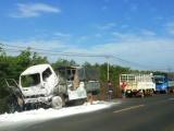 Gia Lai: Xe tải bốc cháy dữ dội sau khi tài xế dừng xe đi vệ sinh