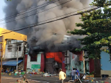 TP.HCM: Cháy kho hàng nông sản, hàng trăm tiểu thương hoảng loạn tháo chạy