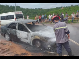 Quảng Trị: Xe ô tô bất ngờ cháy ngùn ngụt giữa đường