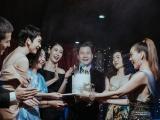 Quang Dũng đón sinh nhật ấm áp bên mẹ và những bạn thân