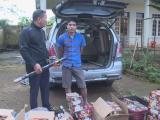 Đắk Lắk: Bắt giữ xe lắp biển số giả chở pháo lậu