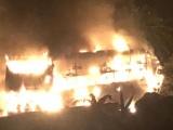 TP. Hồ Chí Minh: Xe khách cháy rụi trong đêm