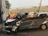 TP.HCM: Ôtô 7 chỗ tông đuôi xe tải, 5 người thương vong