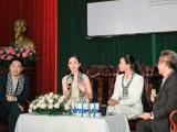"""""""Chim công làng múa"""" Linh Nga đọ sắc với Á hậu Trương Thị May"""