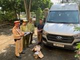 Quảng Ninh: Bắt giữ xe khách vận chuyển gần 50 điện thoại nhập lậu