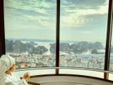 Check- in ô cửa sổ khổng lồ cực ảo tại khách sạn có view cao nhất Hạ Long
