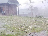 Mưa đá, dông lốc làm hơn 11.900 nhà dân bị hư hại