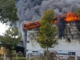 Đồng Nai: Cháy lớn tại kho mút xốp cạnh trường mầm non