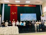 Nghệ sỹ Hà Nội trao 7 tấn gạo cho hơn một nghìn hộ nghèo