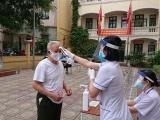 Hà Nội: Người dân phấn khởi nhận tiền hỗ trợ từ Chính phủ