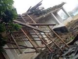 Bắc Kạn: Mưa dông khiến nhiều phòng học bị tốc mái