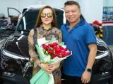 Ca sĩ Hoàng Châu được chồng tặng xe 2 tỷ mừng sinh nhật sớm
