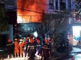 Đà Nẵng: Cháy lớn làm ngôi nhà 2 tầng đổ sập, 7 người thoát chết