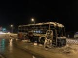 Gia Lai: Xe khách bất ngờ bốc cháy, 21 người thoát nạn