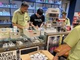 Hà Nội: Thu giữ gần 1.400 sản phẩm tinh dầu và thuốc lá điện tử tại quán cà phê