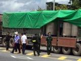 Quảng Ninh: Phát hiện 2 xe container chở lượng lớn 'bột lạ' màu đen sang Trung Quốc