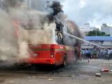 Một xe khách trong bến xe miền Đông bất ngờ bốc cháy