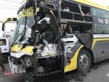 Bình Dương: Xe khách tông đuôi xe tải, tài xế tử vong
