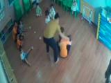 Bộ GD&ĐT đề nghị xử lý nghiêm vụ phụ huynh hành hung bé 2 tuổi ở Lào Cai