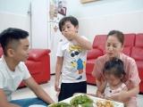 Phan Hiển lần đầu vào bếp nấu cơm cho vợ con