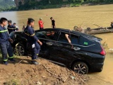 Thanh Hóa: Xe 7 chỗ lao xuống sông Mã, 3 người trong xe thiệt mạng