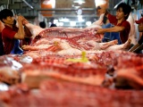 Giá lợn hơi giảm sâu, người chăn nuôi và tiêu dùng đều lỗ