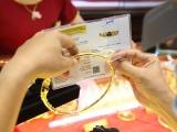 Giá vàng và ngoại tệ ngày 16/10: Vàng giảm, USD hồi phục
